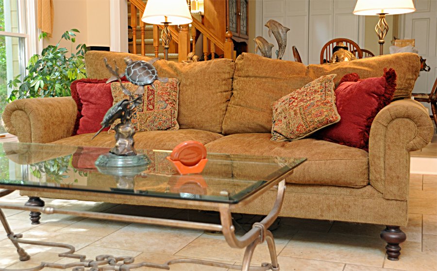 Is this settee a potential death trap? Read on…