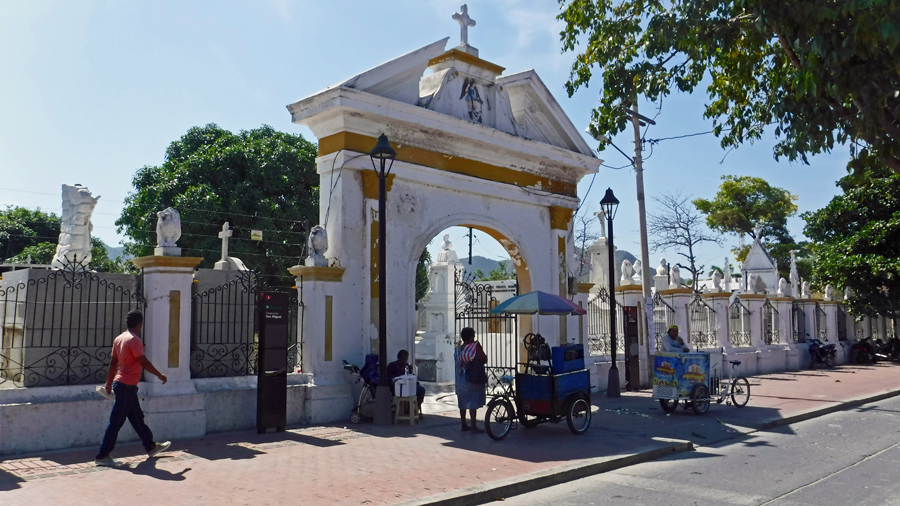 The fancy entrance to the Santa Marta cemetery