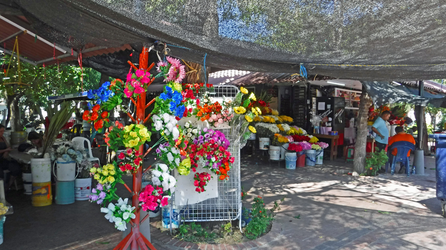 The flower market smelled fabulous at its prime location across from the cemetery
