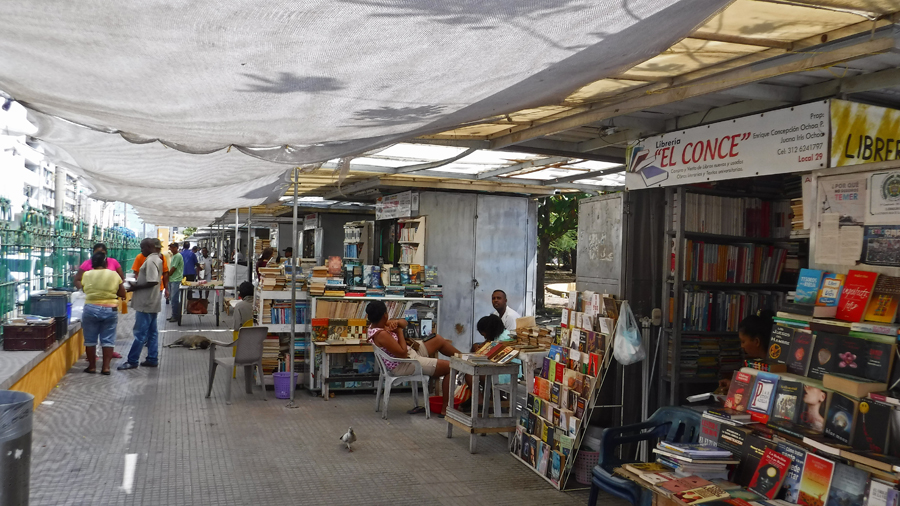 Just inside Parque Del Centenario there is a huge area of vendors selling books