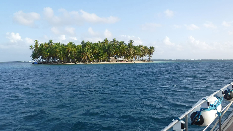 Uchutupu Pipigua Island of our port side in the anchorage of the Chichime Cays