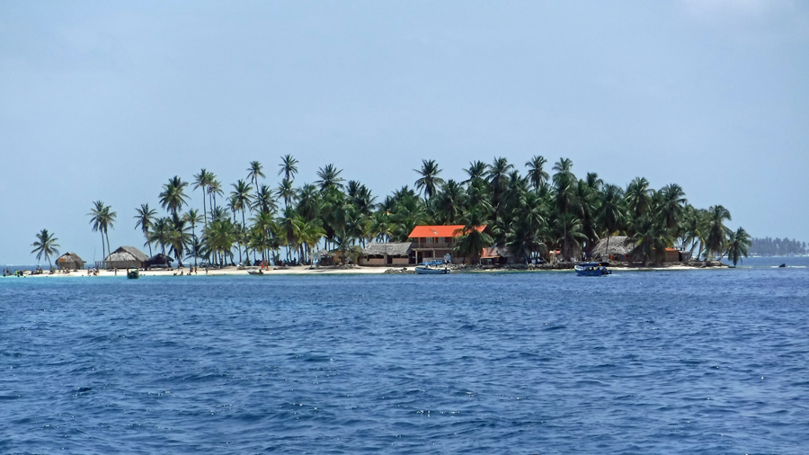 We pass the Lemmon Cays on the way to Eastern Holandes Cays - This island is set up for tourism.